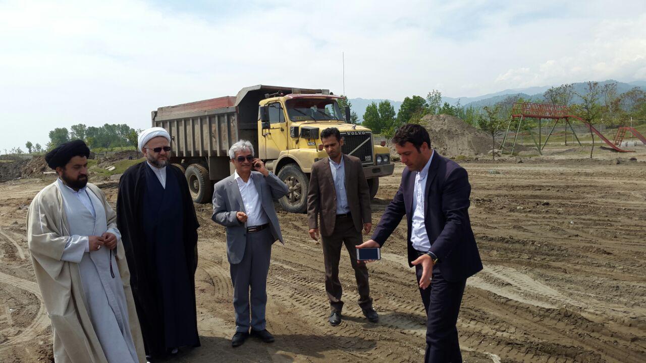 بازدید امام جمعه محترم بخش حویق از روند اجرای پروژهای طرح ساحلی